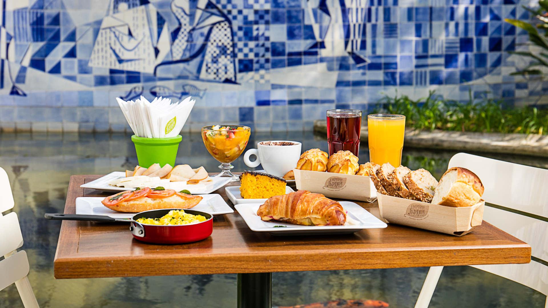 Uma das mesas do Empório Jardim no IMS Rio. Foto: Tomás Rangel