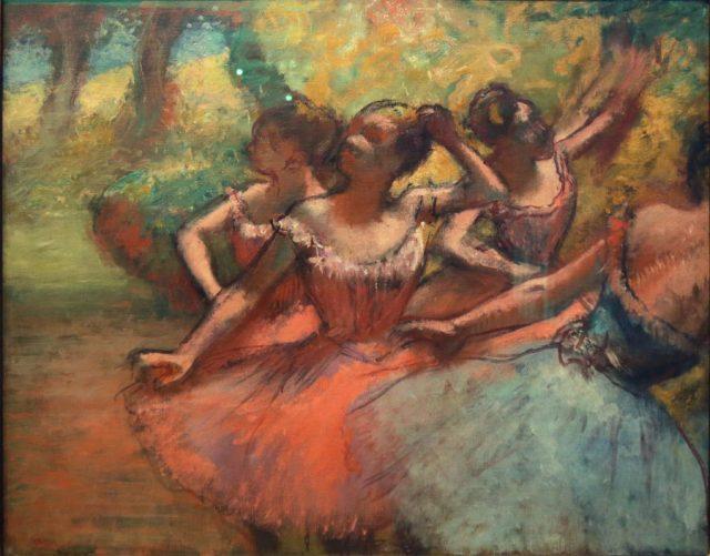 <em>Quatro bailarinas em cena</em>, Edgar Degas, circa 1885/1890. Doado em 1950 por Walther Moreira Salles, Simone e Jacques Pilon Manhães Barreto, um comissário de Café em Santos, industriais da Juta de São Paulo, Diários e Emissoras Associadas