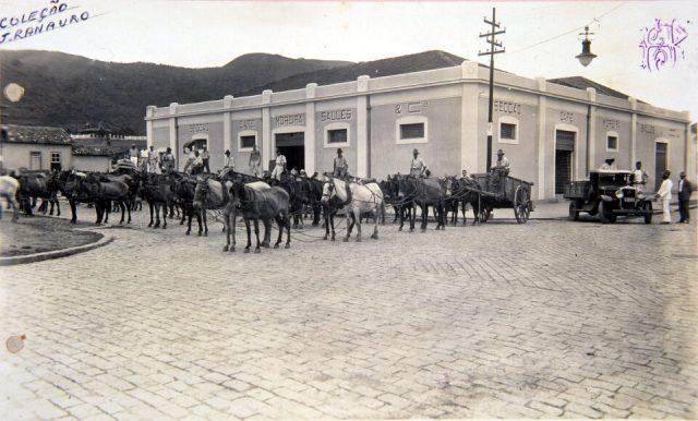 Armazem de café da Moreira Salles & Cia. Poços de Caldas, MG, na av. Francisco Salles, anos 1920 (Arquivo WMS/Acervo IMS)