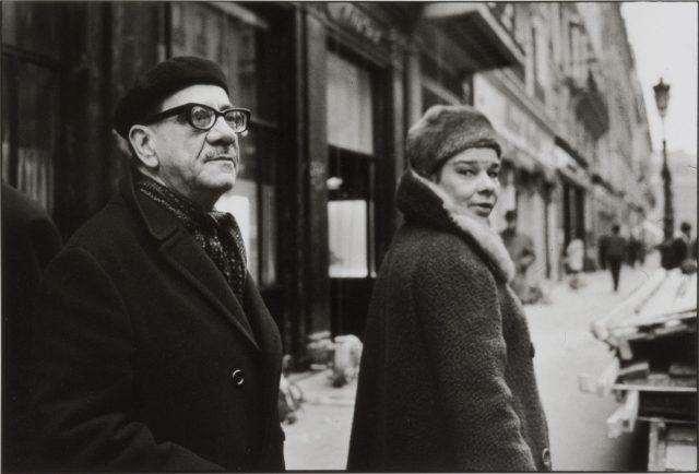 Marques Rebelo e sua mulher, Elza Proença. Paris, 1965 © Alécio de Andrade
