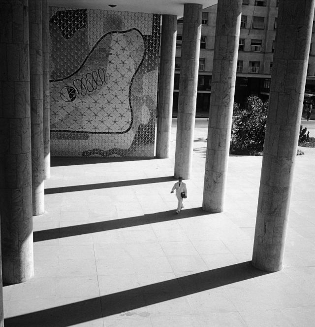 Marcel Gautherot: Edifício Gustavo Capanema, sede do Ministério da Educação e Saúde, c.1955. Rio de Janeiro, RJ (Acervo IMS)