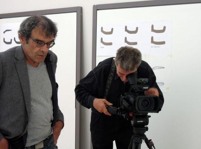 "Harun Farocki na filmagem de ""Sauerbruch Hutton Arquitetos"", 2012 © Matthias Rajmann"