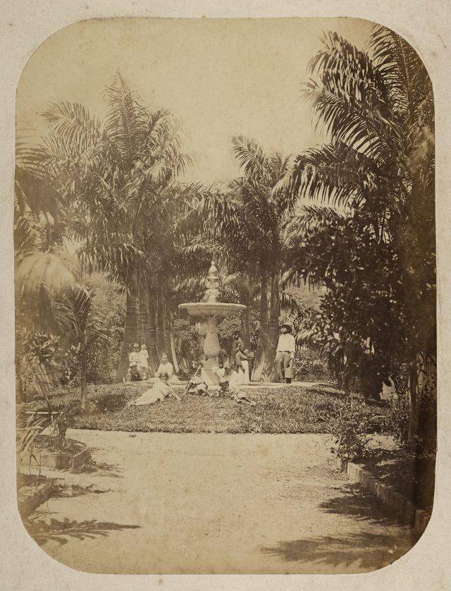 Jardim da casa do Barão de Mauá no bairro do Catete. Rio de Janeiro, c. 1872. Foto de Marc Ferrez. Coleção Gilberto Ferrez/ Acervo IMS