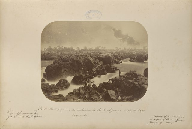 Parte superior da Cachoeira de Paulo Affonso vista do lado esquerdo. Recife, PE, 1875. Foto de Marc Ferrez / Acervo J. Paul Getty Museum, Los Angeles
