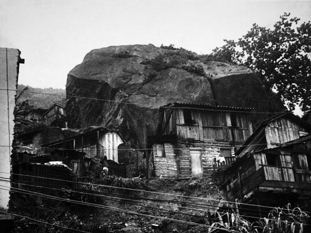 Pedra do Morro São João, no Engenho Novo – <em>O Jornal</em>, 14 de janeiro de 1966 (Arquivo Diários Associados-RJ/Acervo IMS)