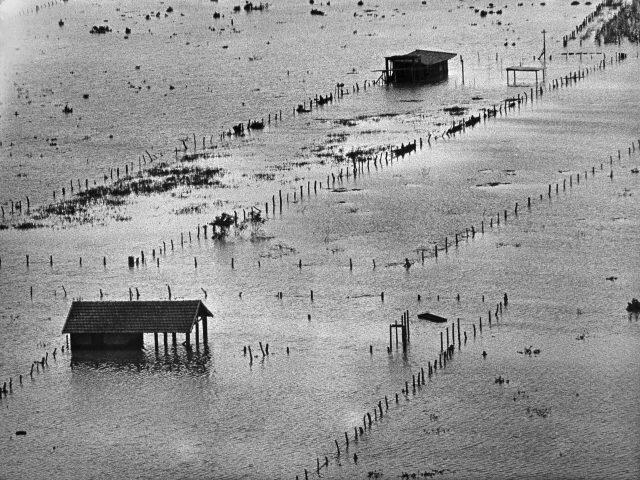 Foto aérea dos campos de Santa Cruz  - <em>O Jornal</em>, 15 de janeiro de 1966 (Arquivo Diários Associados-RJ/Acervo IMS)