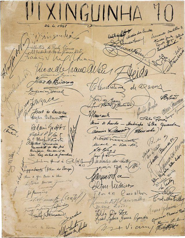 Verso do pôster do show <em>Pixinguinha 70</em>, realizado em 1968, com assinatura de vários artistas. Arquivo Pixinguinha / Acervo IMS