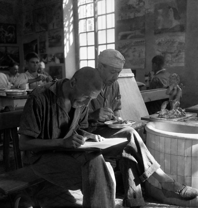 Pacientes no Ateliê Livre do Hospital Psiquiátrico do Juquery, em São Paulo, SP, 1950. Foto de Alice Brill / Acervo IMS