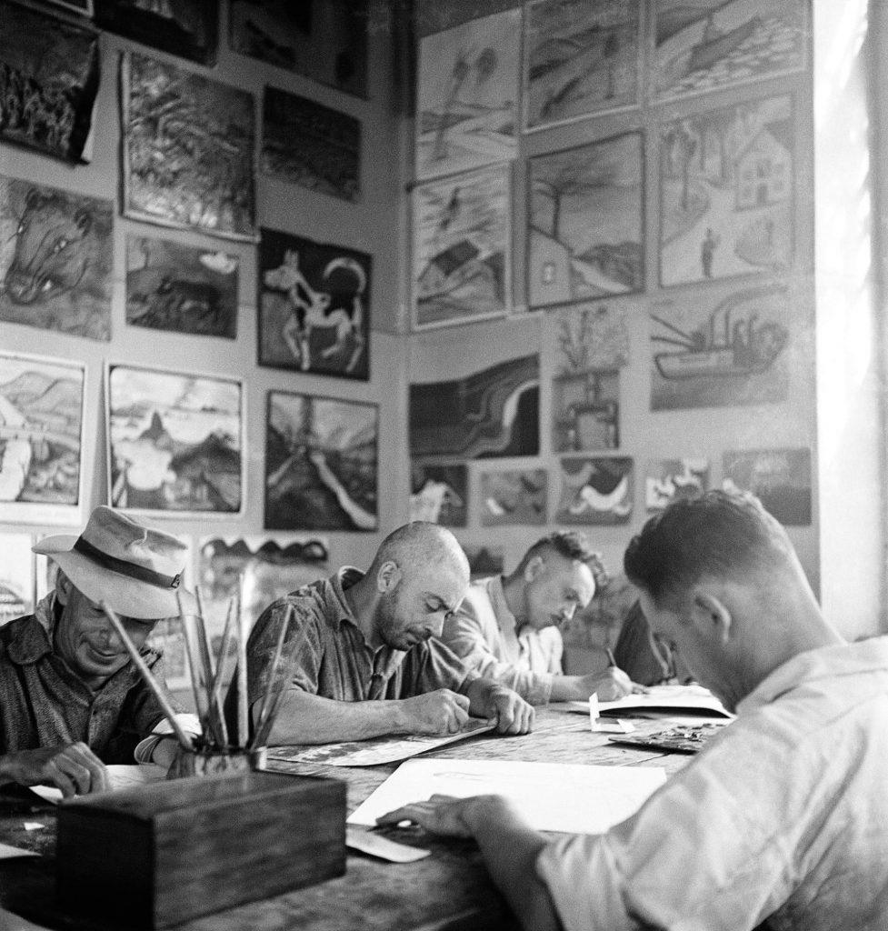 Pacientes do Ateliê Livre, no Hospital Psiquiátrico do Juquery, em São Paulo, SP, 1950. Foto de Alice Brill / Acervo IMS