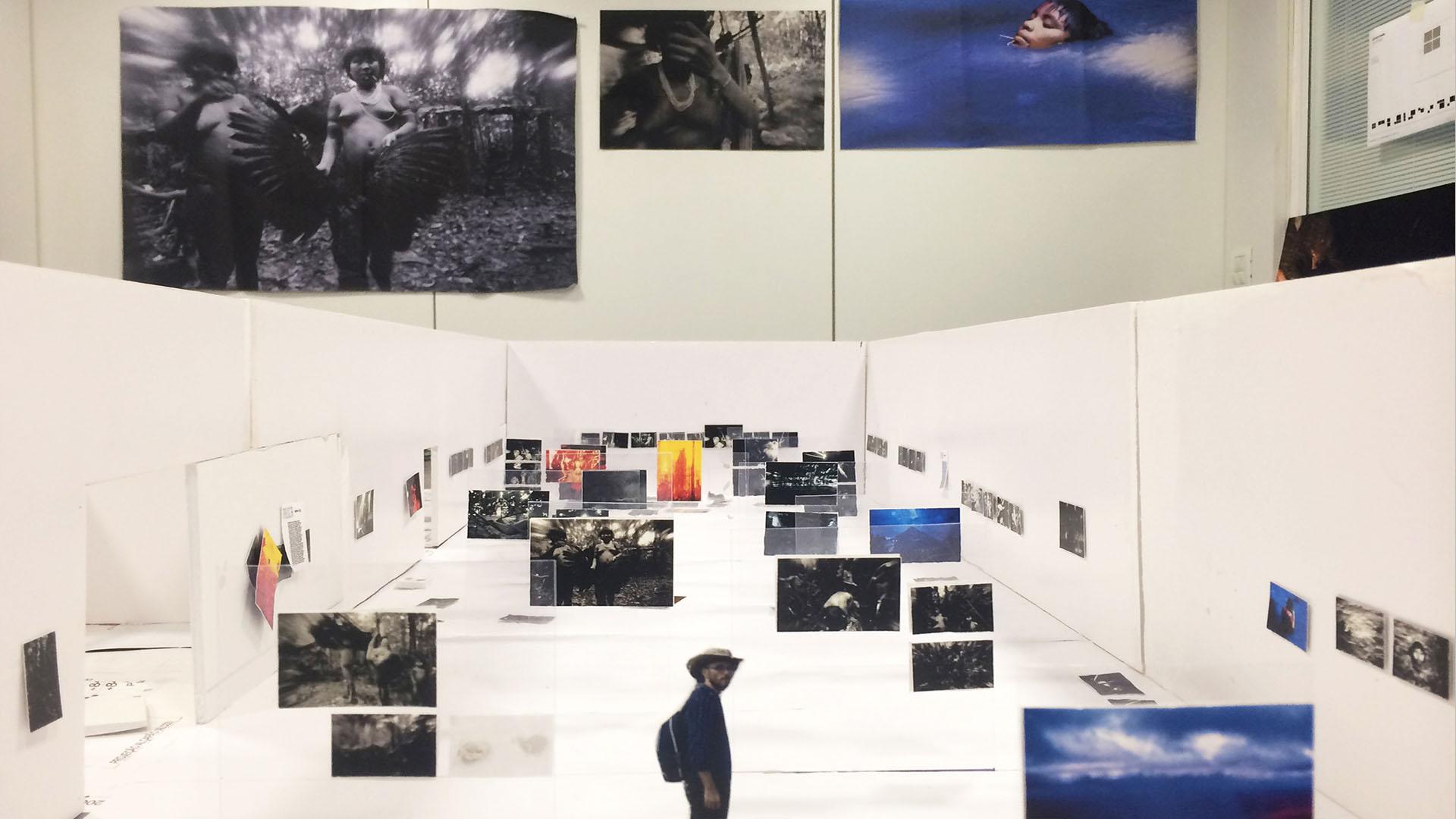 Maquete da exposição Claudia Andujar: a luta Yanomami