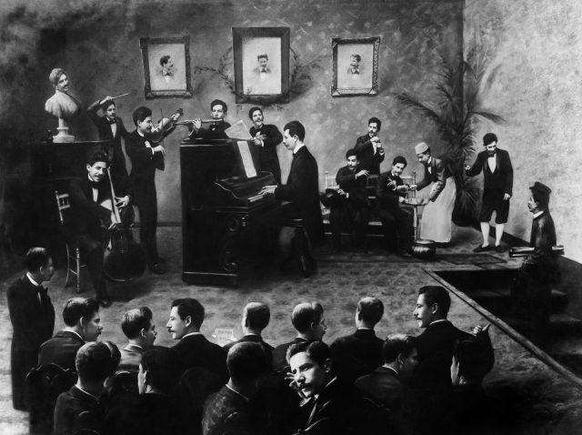Os trinta Valérios, c. 1901. Foto de Valério Vieira / Acervo FBN