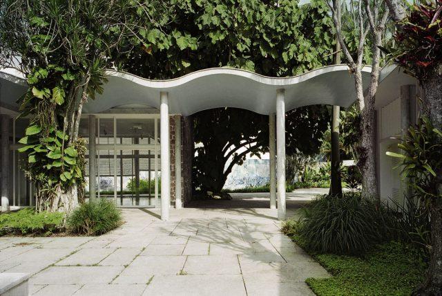 Jardim interno e casa do IMS Rio, 1999. Foto de Cristiano Mascaro / Acervo IMS