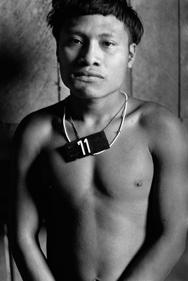"""Surucucus, Roraima, 1983. Foto de Claudia Andujar da série """"Marcados"""",  que integra a exposição """"Claudia Andujar: A luta Yanomami"""""""