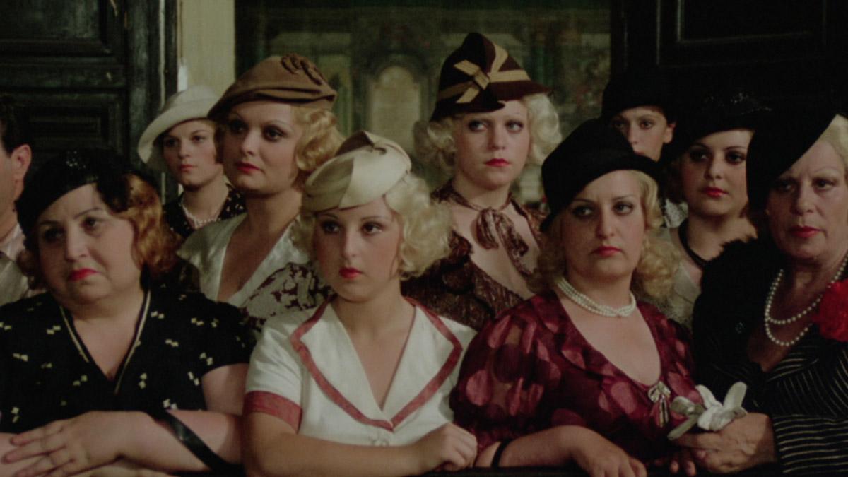 Cena do filme Pasqualino Sete Belezas, de Lina Wertmüller