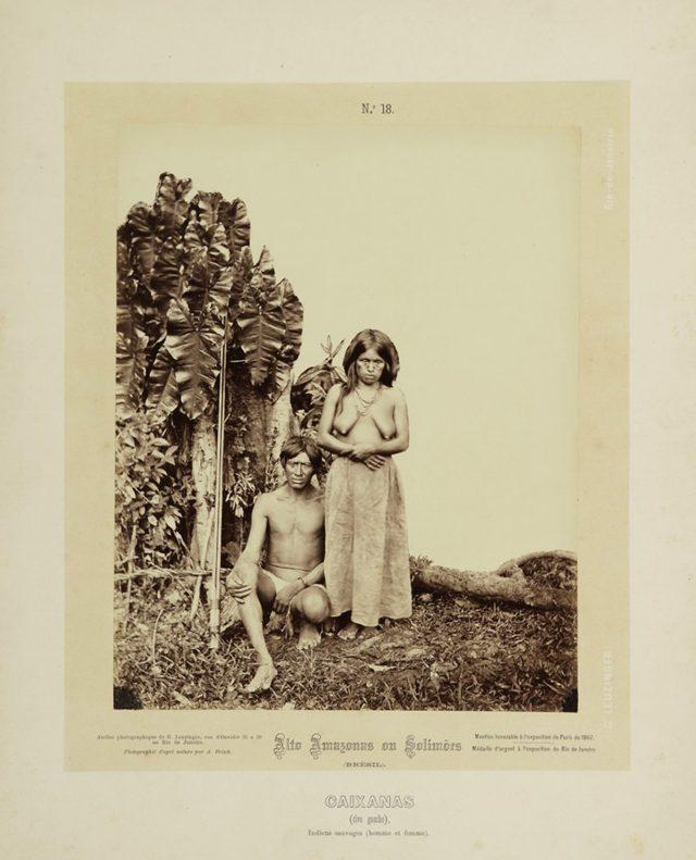 """Embora aparentemente aculturados, os Caixana também são identificados por Frisch como """"povo indígena selvagem"""". Alto Amazonas ou Solimões, Amazônia, 1867-68. Imagem publicada pela Casa Leuzinger em 1869, no conjunto <em>Resultado de uma expedição fotográfica pelo Solimões ou Alto Amazonas e pelo rio Negro</em>. Fotografia de Albert Frisch / Acervo IMS"""