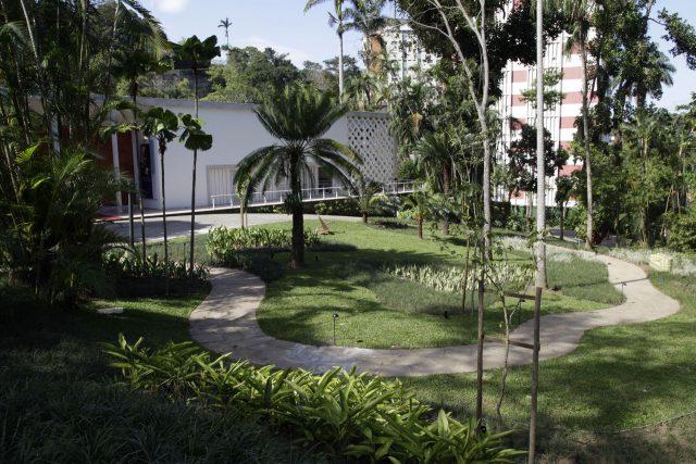 Jardim frontal do IMS Rio, setembro de 2019. Foto de Ailton Silva