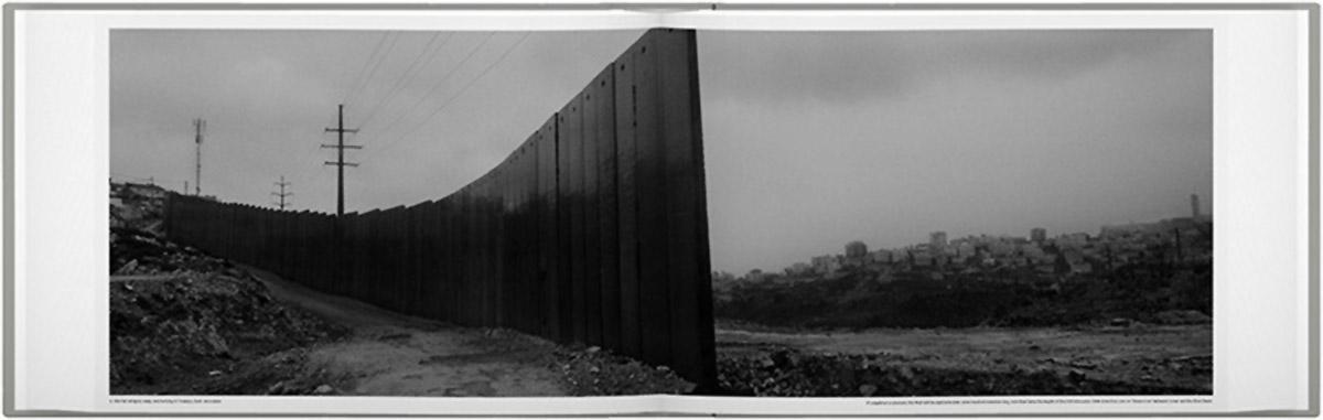 Páginas do fotolivro Wall (2013), de Josef Koudelka
