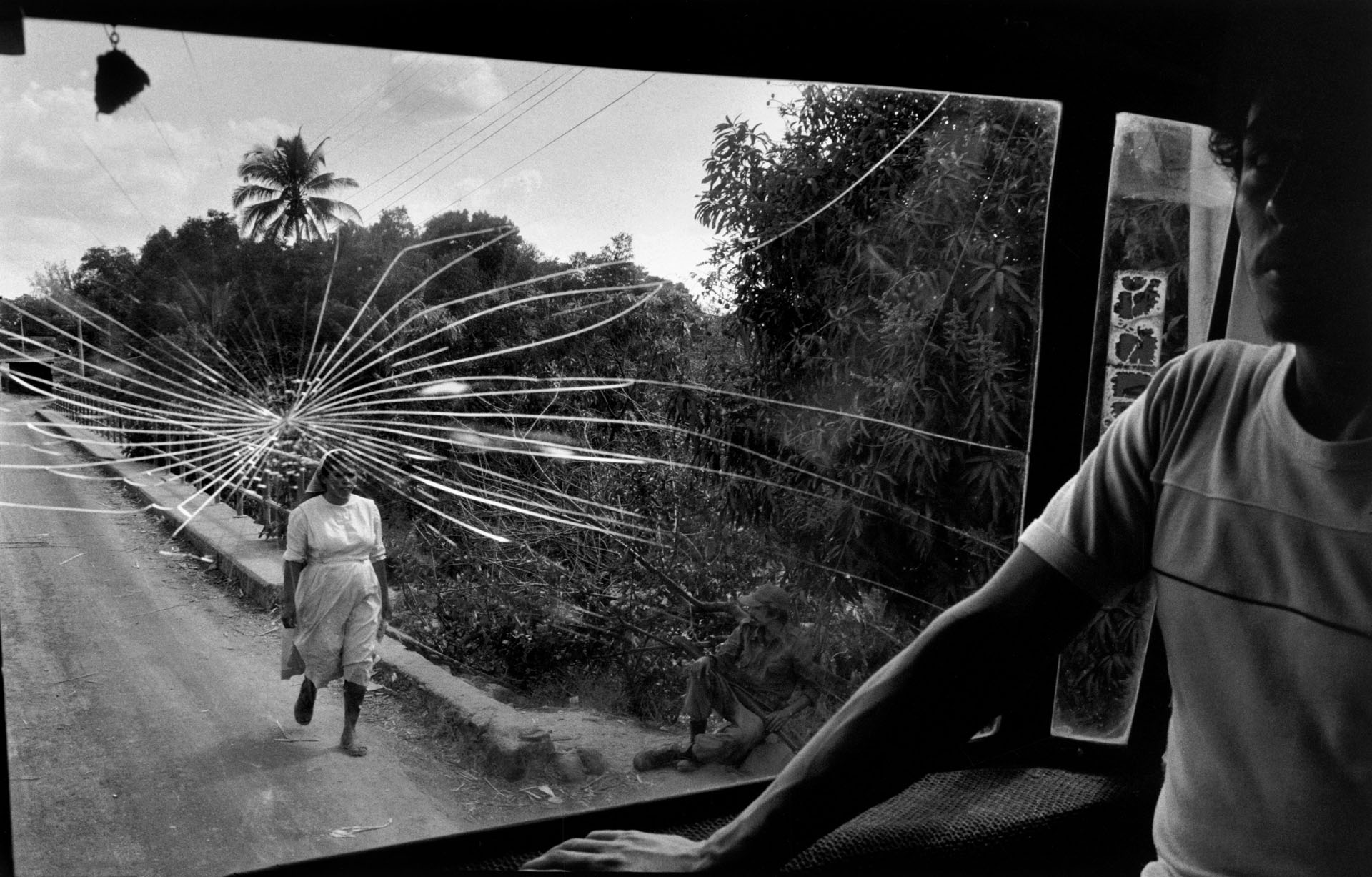 Estrada para Aguilares, El Salvador, 1983. © Susan Meiselas/ Magnum Photos