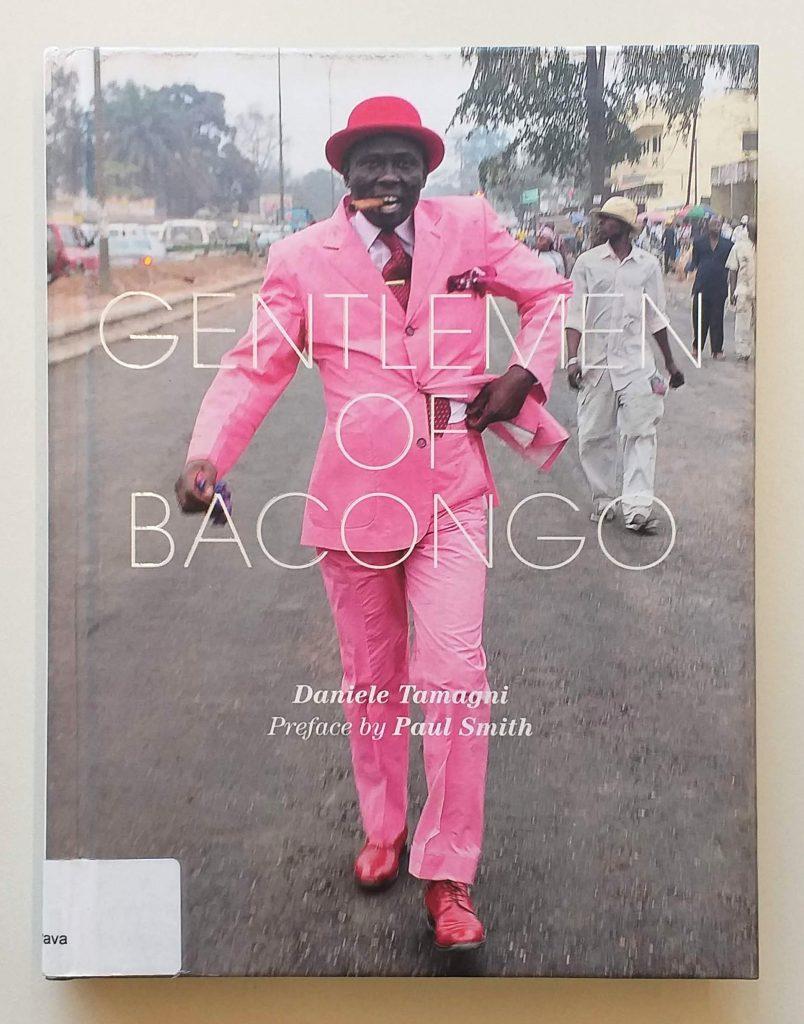 Capa do livro <em>Gentlemen of Bacongo</em>, de Daniele Tamagni, que integra a exposição <em>Indumentárias negras em foco</em>