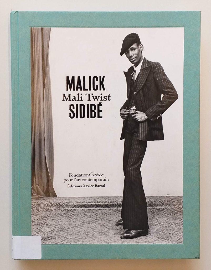 Capa do livro <em>Mali Twist</em>, de Malick Sidibé, que integra a exposição <em>Indumentárias negras em foco</em>