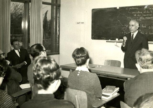 Erico Verissimo em conferência na Universidade Hebraica. Jerusalém, Israel, abril de 1966. Arquivo Erico Verissimo / Acervo IMS