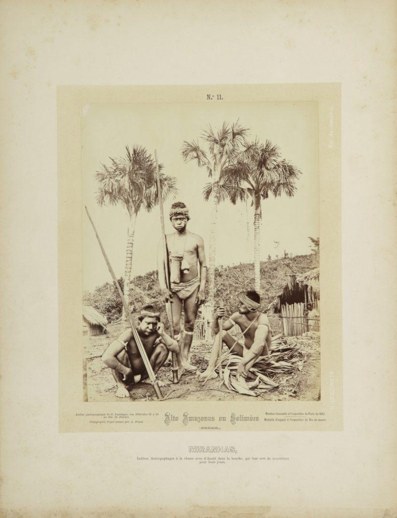"""""""Caçadores Miranhas"""". Alto Amazonas ou Solimões, Amazônia, 1867-68. Imagem publicada pela Casa Leuzinger em 1869, no conjunto Resultado de uma expedição fotográfica pelo baixo Solimões ou Alto Amazonas e pelo rio Negro. Fotografia de Albert Frisch / Acervo IMS"""