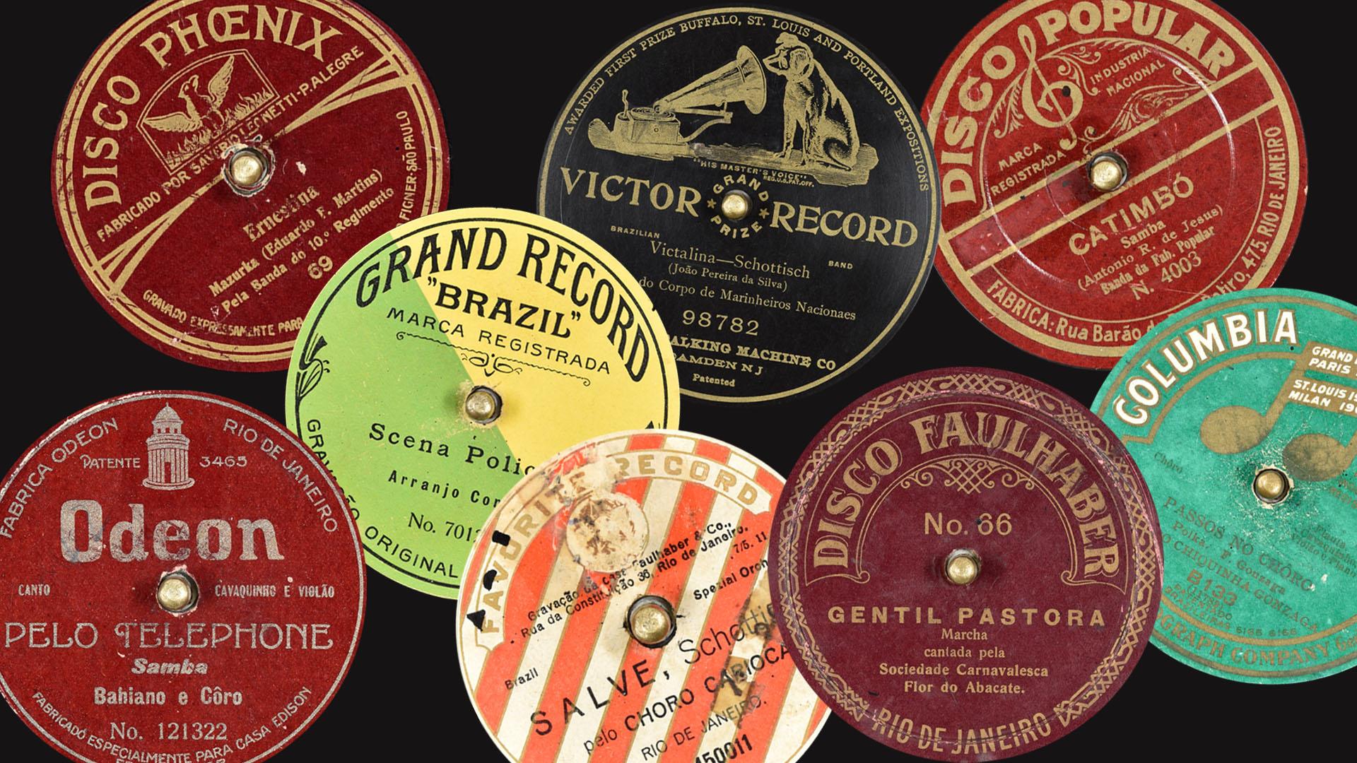 Etiquetas redondas com informações sobre os discos 78 rpm