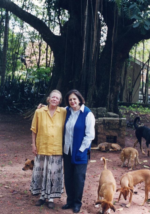 Lygia Fagundes Telles e Hilda Hilst. Campinas, 2001. Foto: autor não identificado. Acervo Lygia Fagundes Telles/IMS